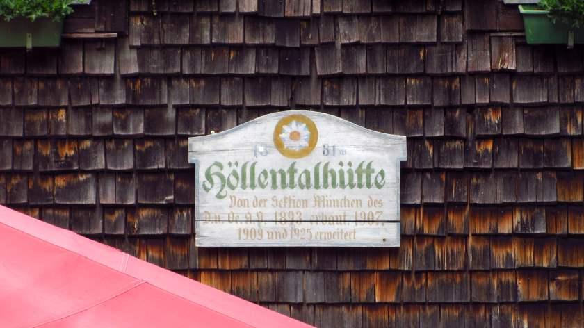 Die Tafel der Höllentalangerhütte - hier heißt die noch Höllentalhütte