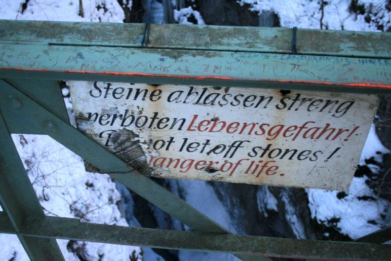 Auf der eisernen Brücke über die Partnachklamm