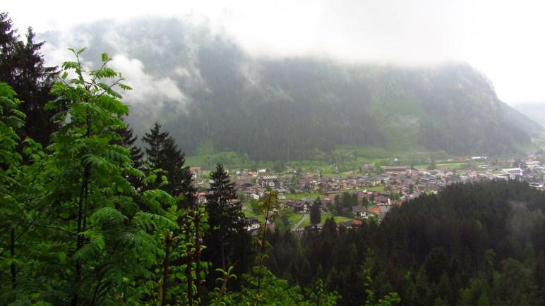 Aussicht auf Mayrhofen von der Brandberger Kapelle. Leider nicht auf die Berge.