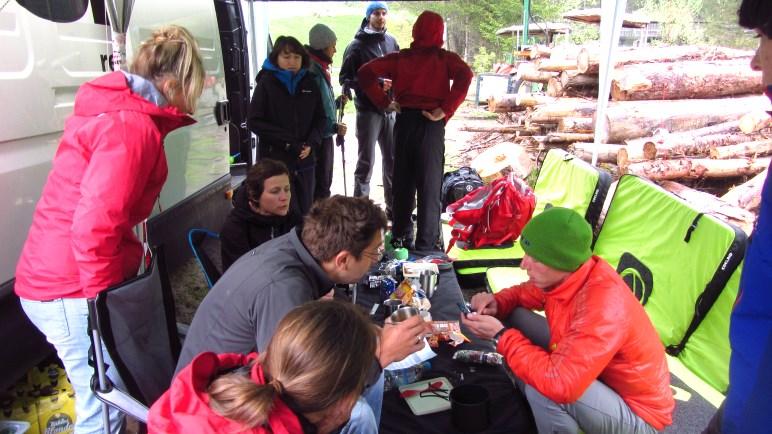 Unser Basecamp - ermöglicht dank Crashpad-Sofas gepflegtes Abhängen auch bei Regen