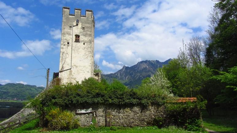 Der weit sichtbare Bergfried der Burgruine Falkenstein