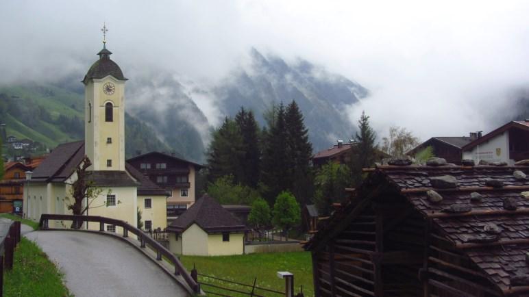 Blick zurück zur Kirche von Brandberg