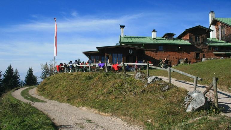 In Tirol statt in Bayern, aber auf jeden Fall eine Lieblingsalm: Die Vorderkaiserfeldenhütte im Kaisergebirge