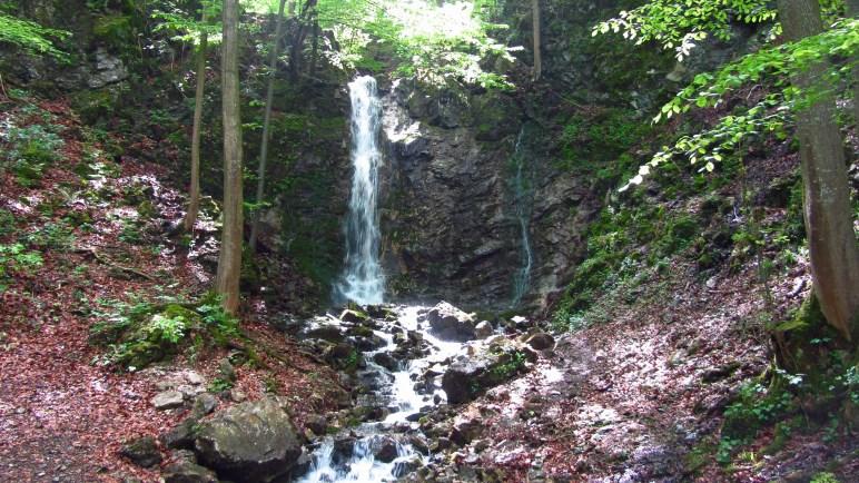 Einer von mehreren Wasserfällen, die wir auf der Wanderung sehen
