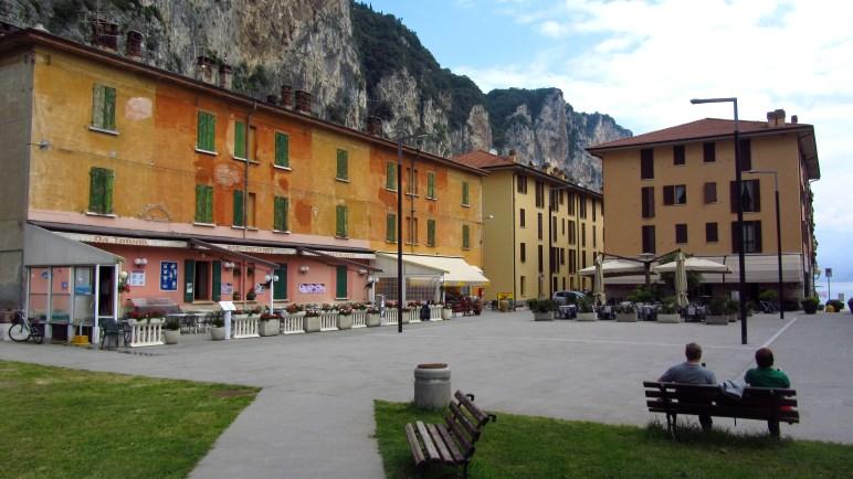 Die Piazza von Campione del Garda. Hier beginnt die Wanderung