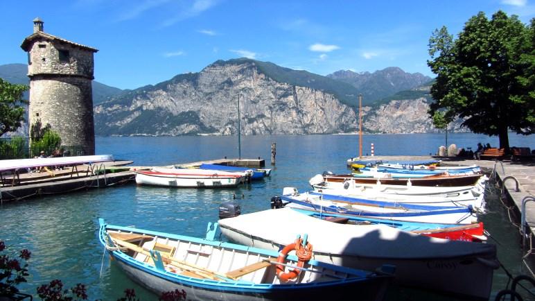 Der kleine Hafen von Cassone am Gardasee