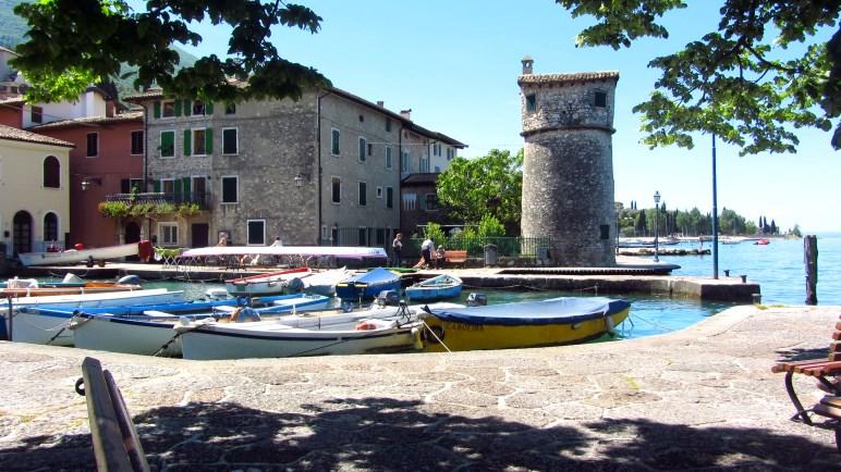 Im Hafen von Cassone mündet der andere Teil des Aril