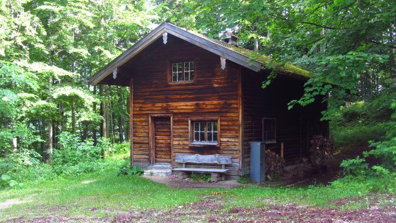 Die Diensthütte - wenige Meter weiter zweigt der Jägersteig ab