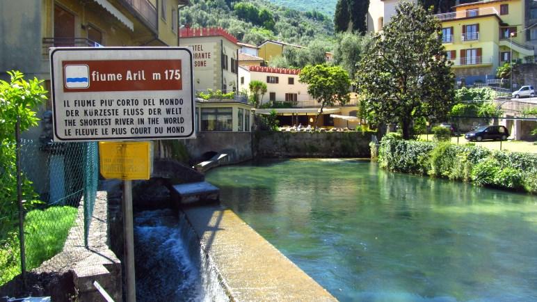 Der Aril in Cassone - laut Schild der kürzeste Fluss der Welt