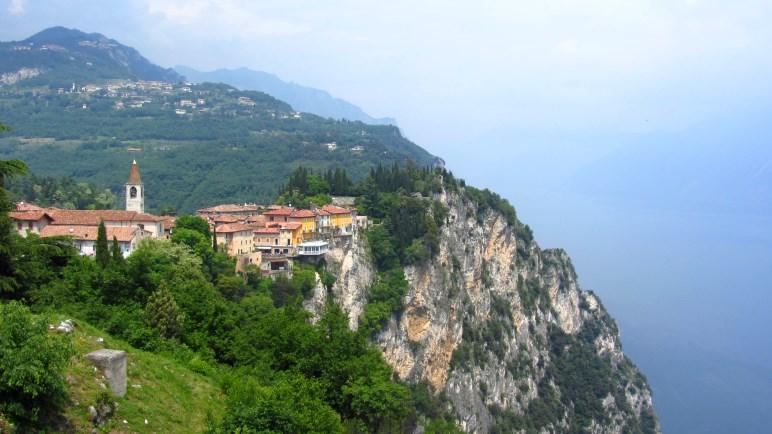 Der kleine Ort Pieve di Tremosine liegt hoch über dem Gardasee. Dort geht es heute hin