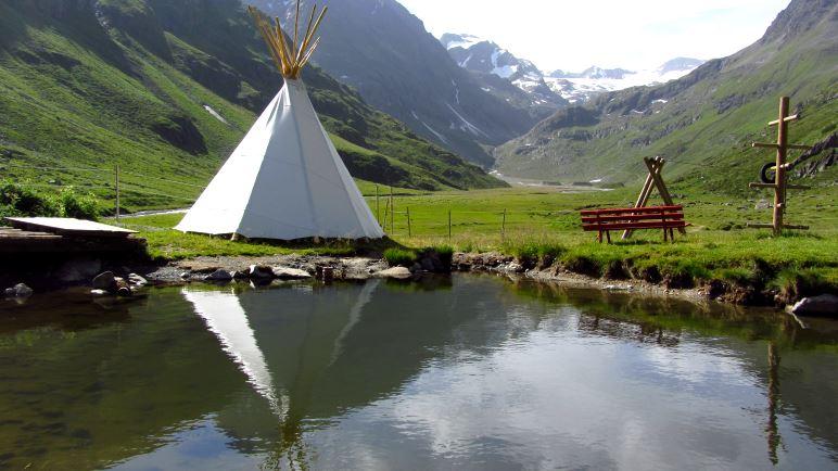 Spielplatz und Indianer-Tipi an der Amberger Hütte