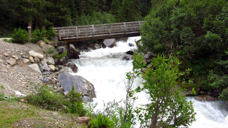 Die Brücke über den Sulzbach - hier beginnt der richtige Wanderweg