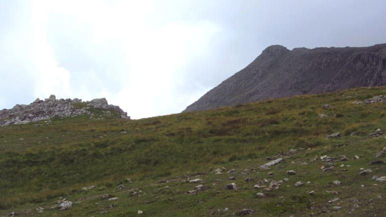 Der Gipfel gehört auch zum Scafell Massiv, ist aber noch nicht Scafell Pike