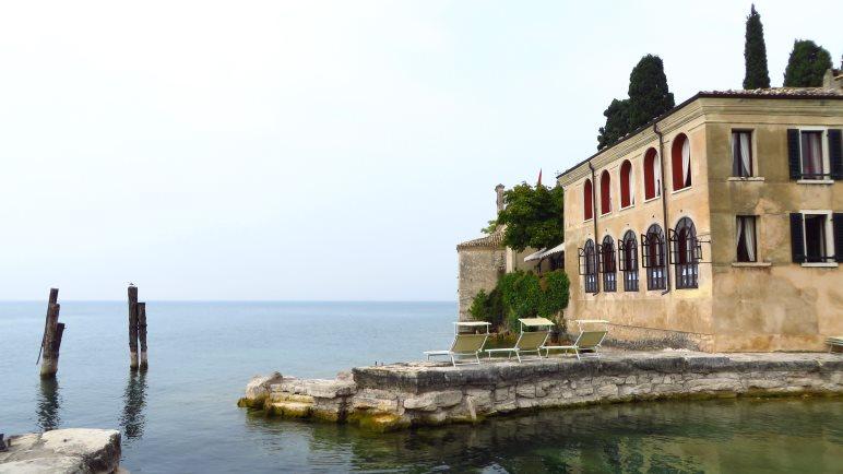 San Vigilio, der Hafen und der Gardasee