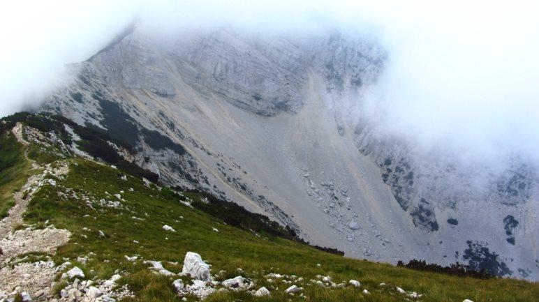Weiß - der Nebel, wegen dem ich eine Stunde auf dem Gipfel gehockt bin