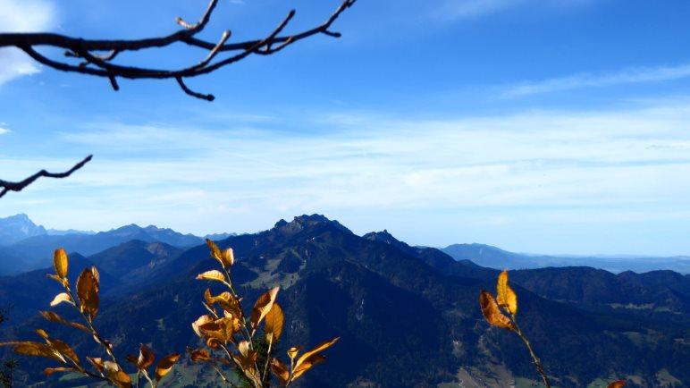 Der Blick vom Geierstein hinüber zum Brauneck