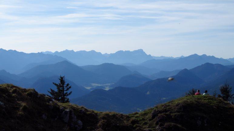 Klasse Ausblick auf die Alpen vom Fockenstein-Gipfel