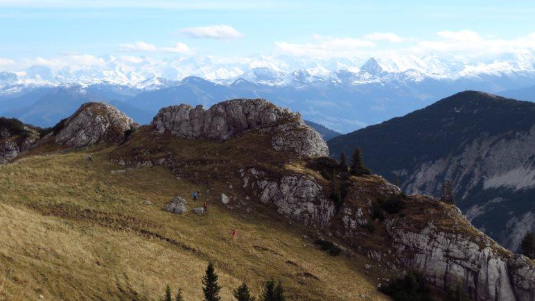 Blick auf die Alpenkette und auf unseren Aufstiegsweg