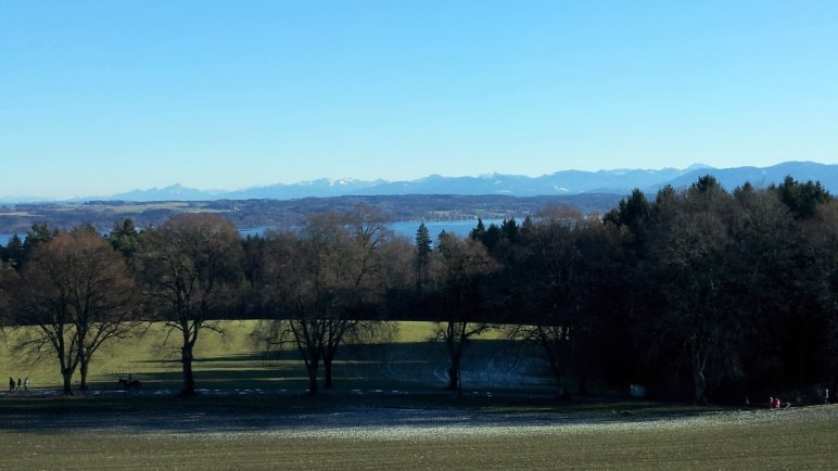 Von der Ilkahöhe aus hat man einen weiten Blick über das Voralpenland