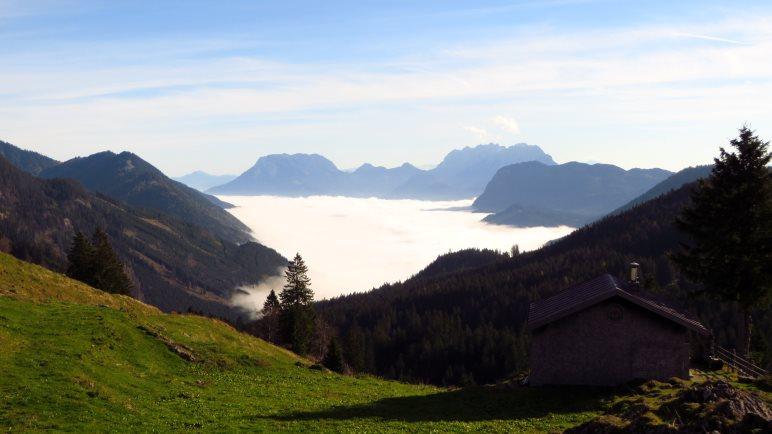 Das Thierseetal und Kufstein liegen unter den Wolken, wir schauen drüber hinweg auf das Kaisergebirge