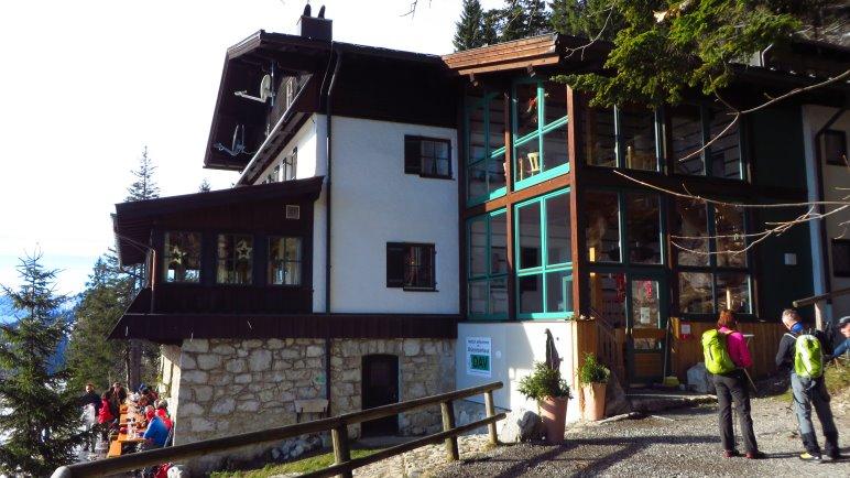 Am Brünsteinhaus angekommen