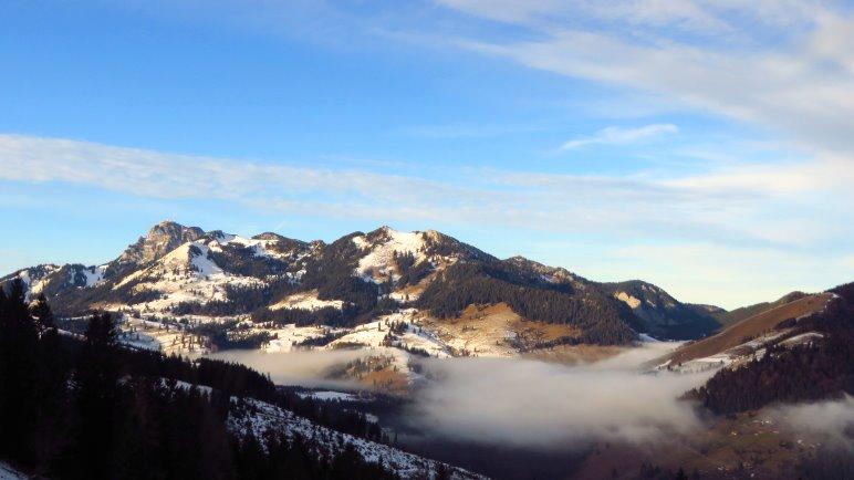 Ein schöner Blick auf den Wendelstein. Auch dort liegt deutlich zu wenig Schnee für Anfang Januar