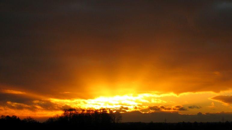 Sonnenaufgang. Nicht in den Bergen, aber zumindest kann man sie etwas sehen