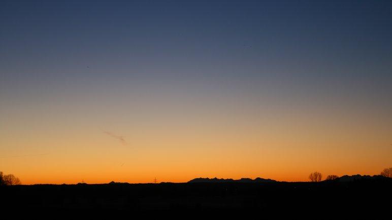 Ein eisiger, absolut klarer Wintermorgen mit Blick auf die Alpen. Wer erkennt die Gipfel?