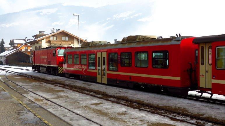 Ideal: Anreise mit der Zillertalbahn nach Zell und dann per Bus nach Hainzenberg