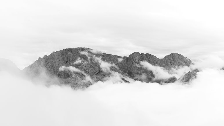 Bergpanorama im Schwarz-Weiß - Foto: Jens Franke