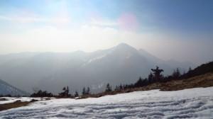 Der Ausblick vom Hochfelln Richtung Süden. Schön, auch wenn die umliegenden Berge fast im Dunst verschwinden