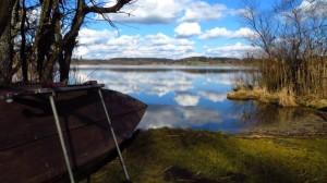 Ein Boot am Südufer des Pelhamer Sees