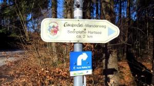 Auch der Grenzenlos Wanderweg zwischen Bayern und Österreich führt über die Seenplatte