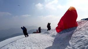 Direkt an der Hochfelln-Kapelle starten die Paraglider