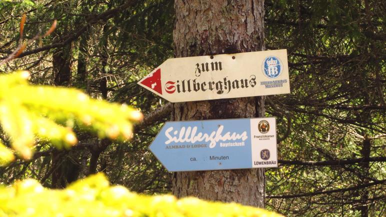 Wegweiser zum Sillberghaus