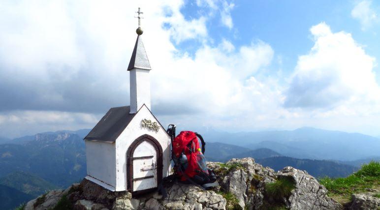 Größenvergleich: Kleine Kapelle oder riesiger Rucksack?