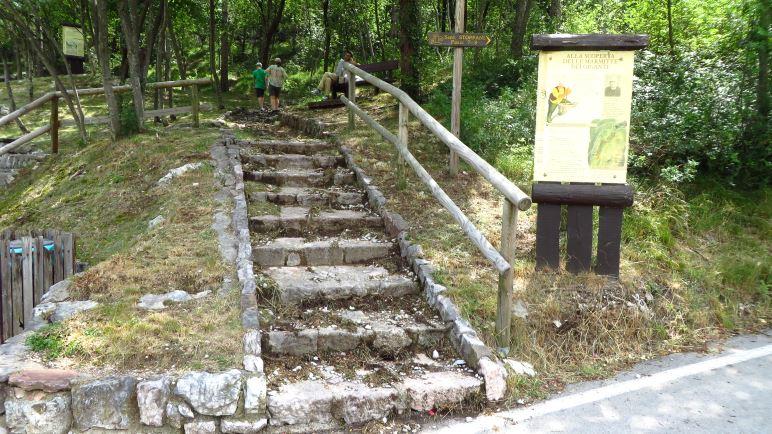 Am Beginn des geologischen Lehrpfades Sentiero Antonio Stoppani
