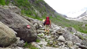 Wandern über Steinplatten