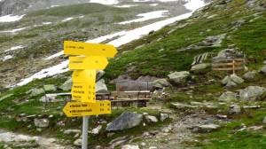 Wegweiser an der Greizer Hütte. Unser Ziel: Lapenscharte und weiter zur Kasseler Hütte