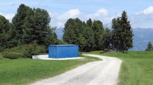 Dieser Container hat seinen eigenen betonierten Standplatz
