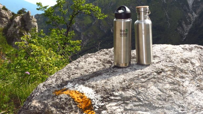 Die Klean Kanteen Flaschen im Test auf einer Wanderung am Gardasee
