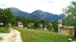 Das alte Dorf Leano mit seiner winzigen Kirche