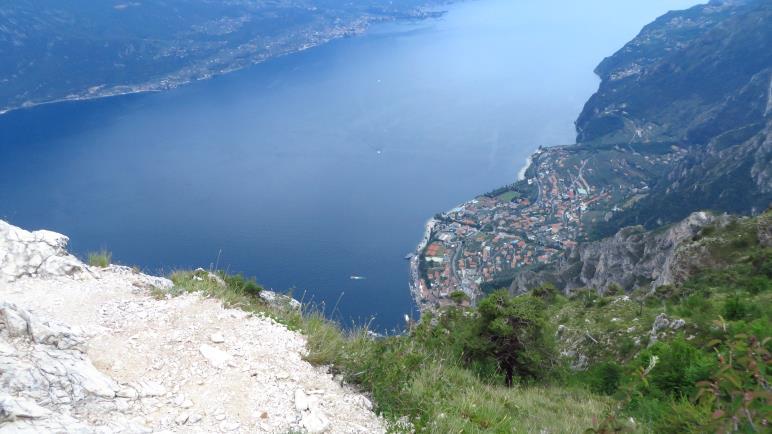 Super Ausblick von der Cima Mughera auf den Gardasee mit Malcesine und Limone gleich unterhalb