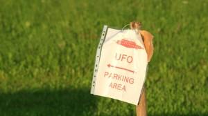 Dieses Schild steht am provisorischen Parkplatz. Man weiß ja nie!