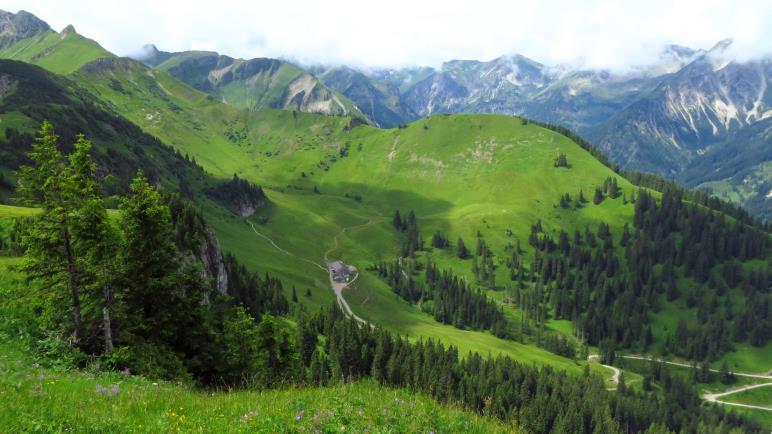 Die umliegenden Berge und die Usseralpe
