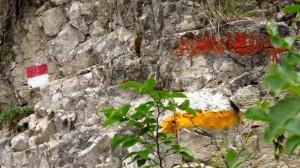 Bunte Wanderweg-Markierungen im Valle del Signol