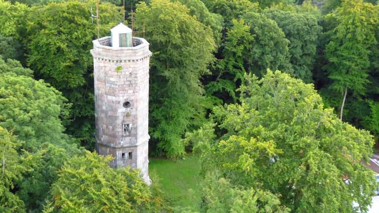 Der Elisabethturm auf dem Bungsberg, vom Fernmeldeturm aus gesehen