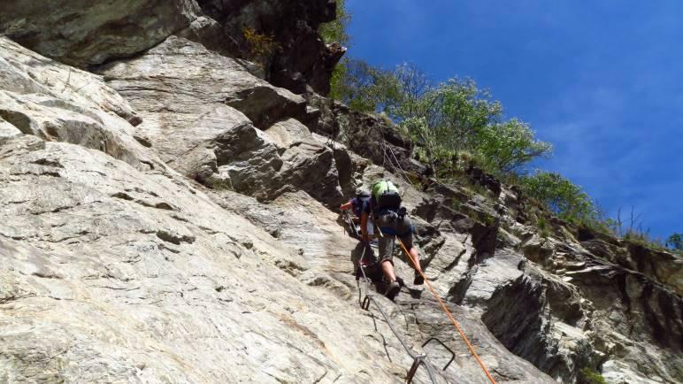 Eine steile Stelle, schon kurz vor dem Ausstieg, aber noch vor der letzten Leiter