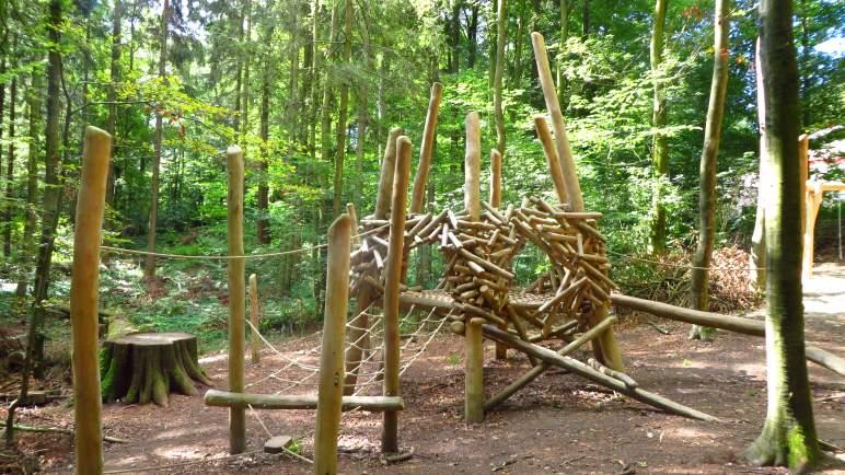 Der neu angelegte Waldspielplatz