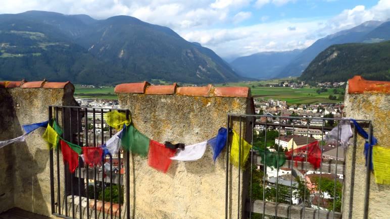 Schöner Ausblick nach Norden über die Stadt Bruneck ins Ahrntal